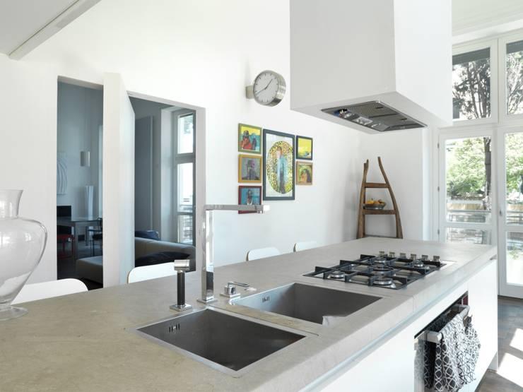 CASA AL GIANICOLO [2009]: Cucina in stile in stile Moderno di na3 - studio di architettura