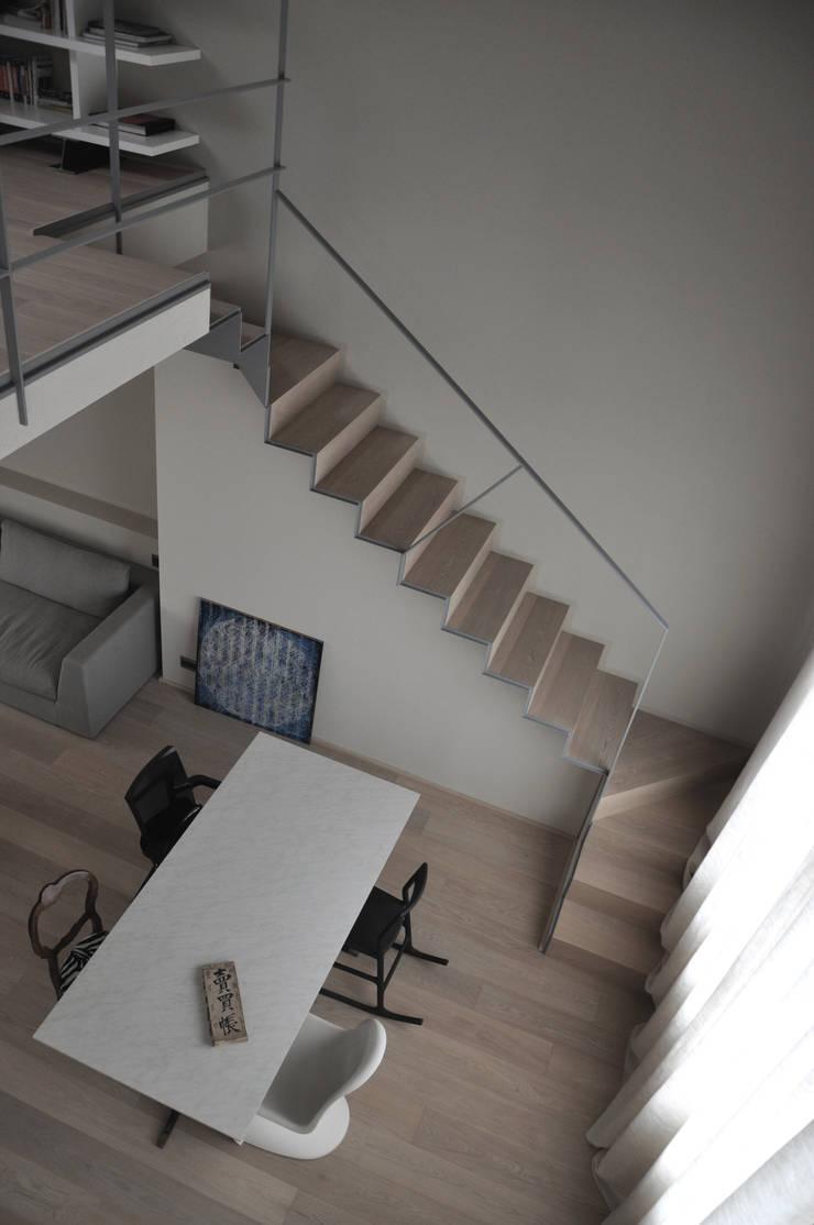 casa ELE: Ingresso & Corridoio in stile  di PAOLO CAPRIGLIONE ARCHITETTO