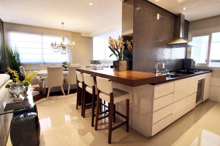 Ilha e cozinha: Cozinhas modernas por AL11 ARQUITETURA