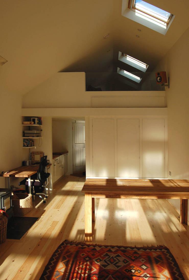 Artist's Studio, Bristol:  Study/office by Emmett Russell Architects