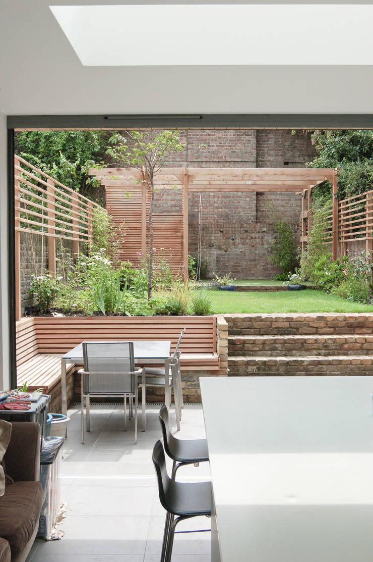 Fentiman Road, Vauxhall:  Kitchen by Emmett Russell Architects