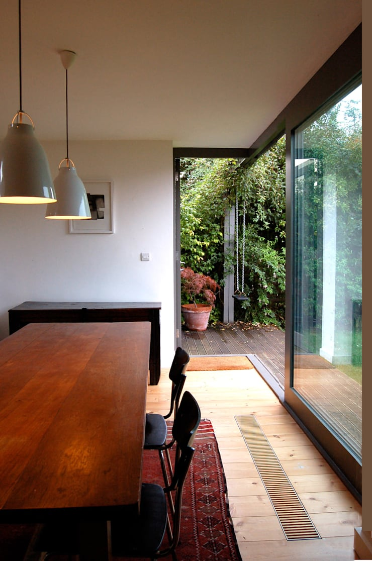 Cossins Road, Redland:  Dining room by Emmett Russell Architects