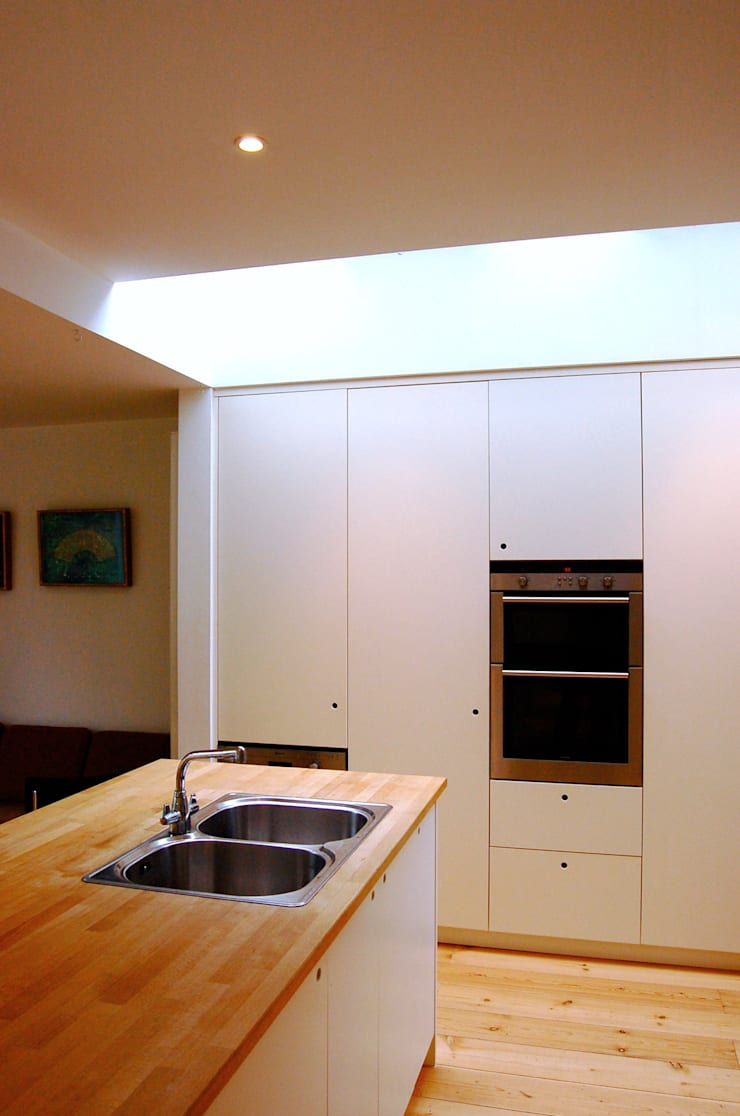 Cossins Road, Redland:  Kitchen by Emmett Russell Architects