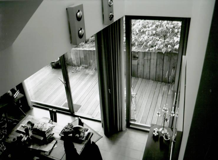 Living room by IOX Architekten GmbH, Modern