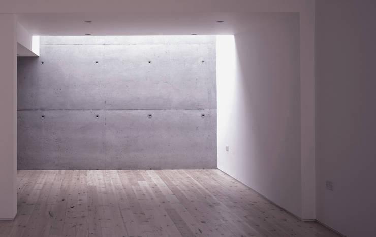 Hillside Houses, Montpelier:  Living room by Emmett Russell Architects