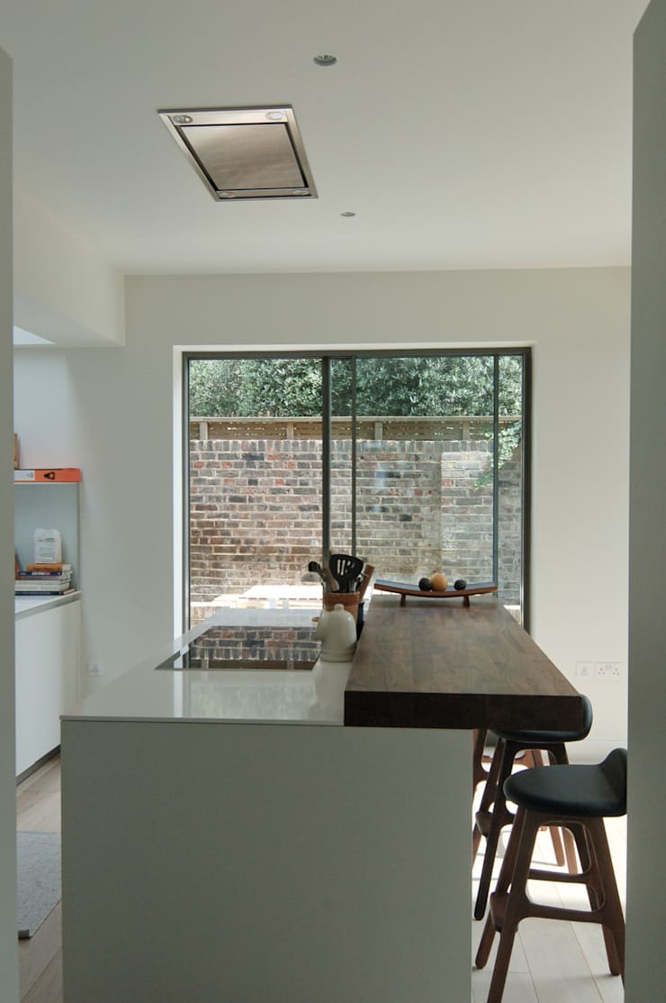 Lilyville Road, Fulham:  Kitchen by Emmett Russell Architects