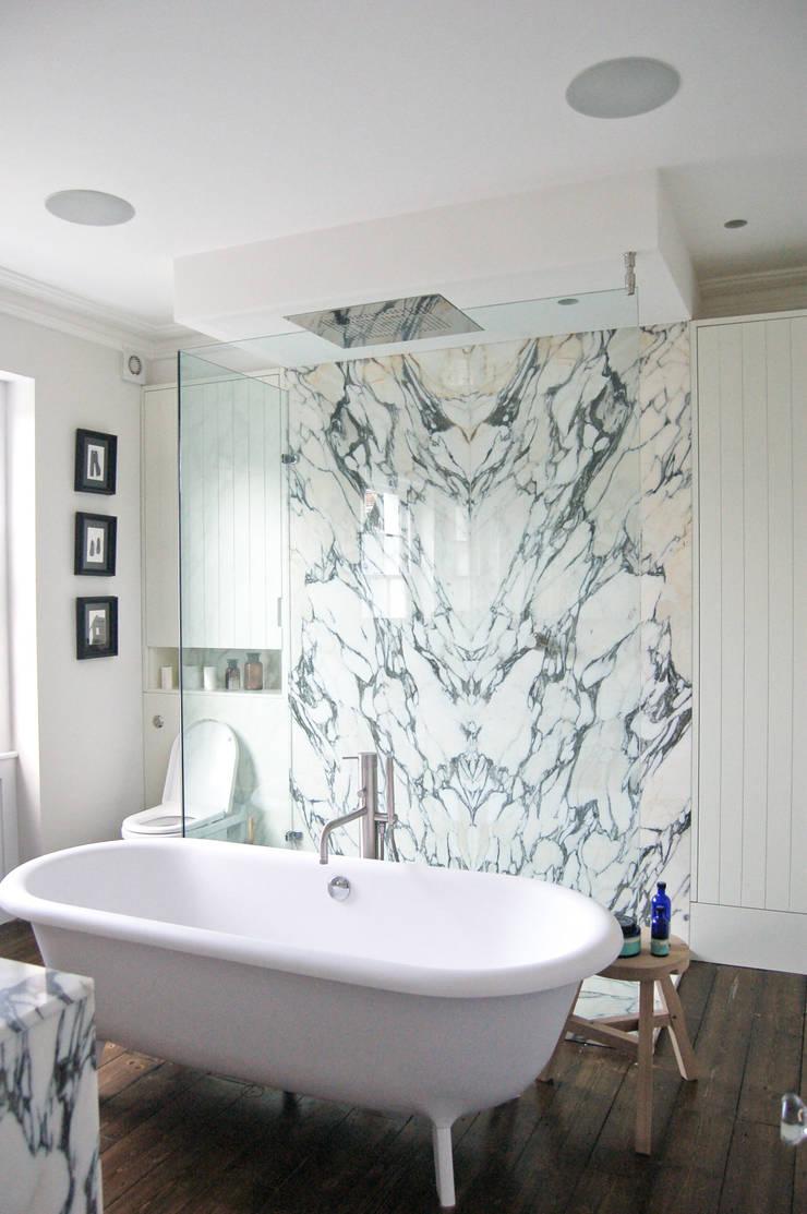 Mortimer Road, De Beauvoir:  Bathroom by Emmett Russell Architects