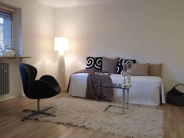 2-zimmer Wohnung in Wallstadt:  Wohnzimmer von Homestaging Sabine Wöppel,Modern