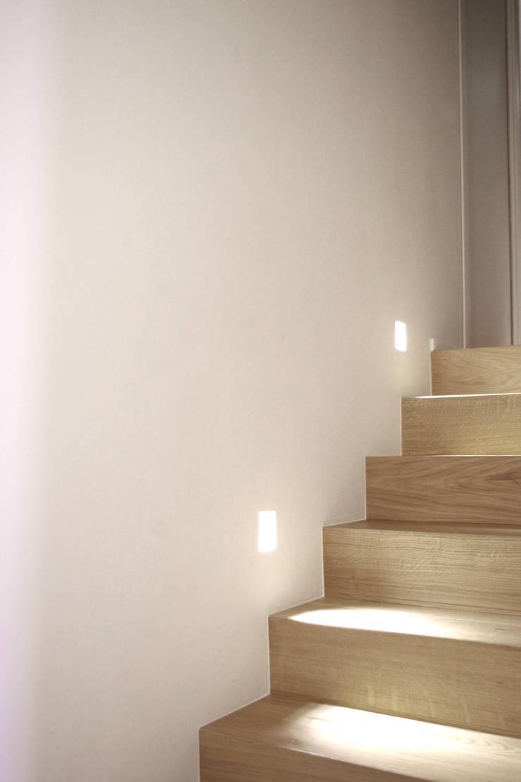 Loft G: Ingresso & Corridoio in stile  di Pinoni + Lazzarini , Minimalista