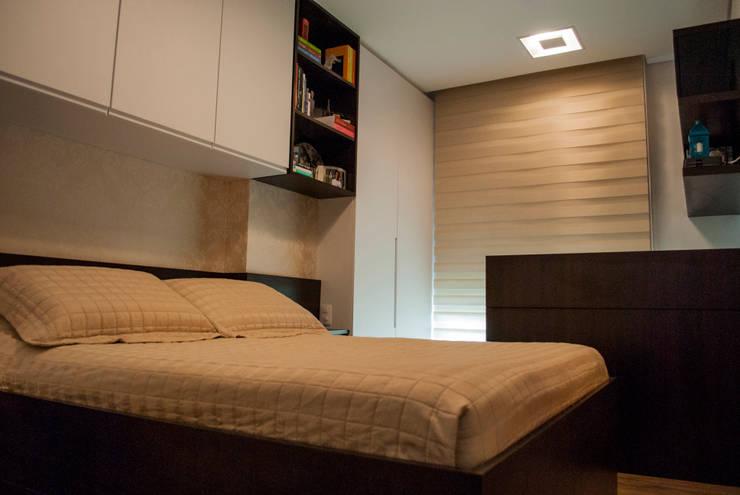 Quarto / Home Office: Quartos  por Fernanda Alonso - Arquitetura e Interiores