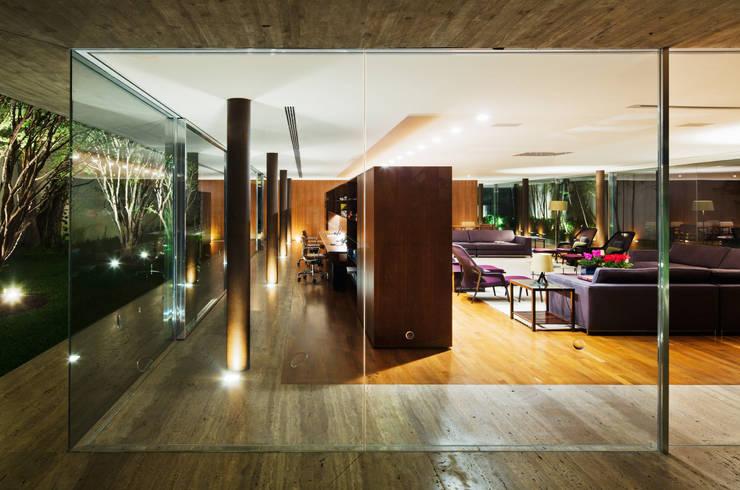 Toblerone House: Casas  por Studio MK27