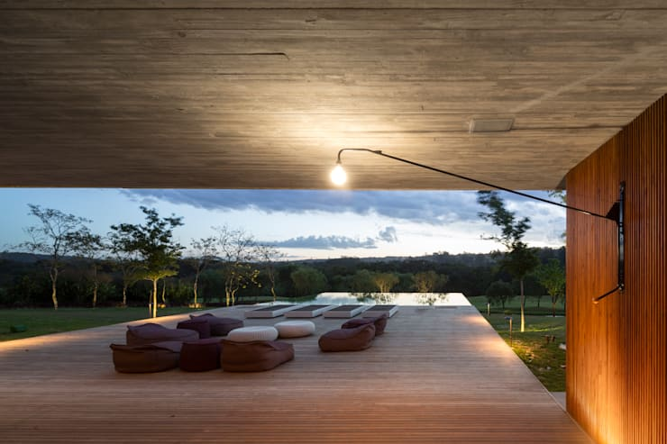 M&M House: Terraços  por Studio MK27