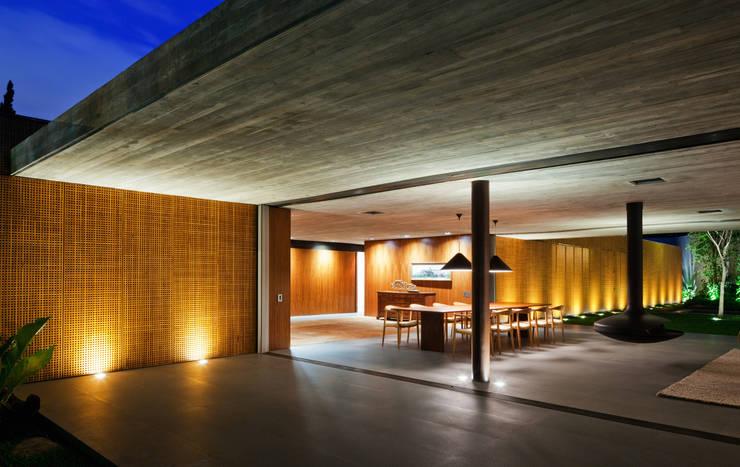 Modern home by Studio MK27 Modern
