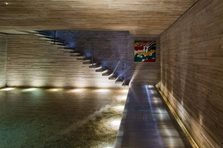 Couloir et hall d'entrée de style  par Studio MK27