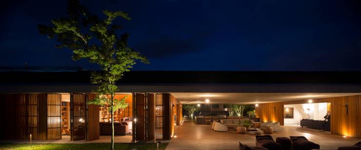 M&M House: Salas de estar modernas por Studio MK27