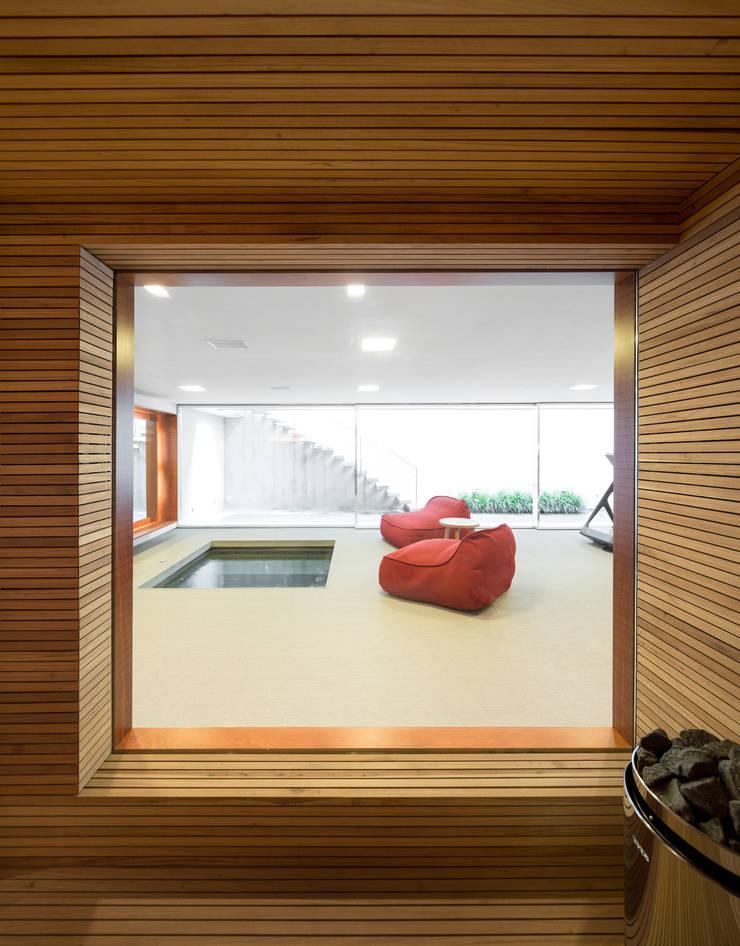 Houses by Studio MK27, Modern
