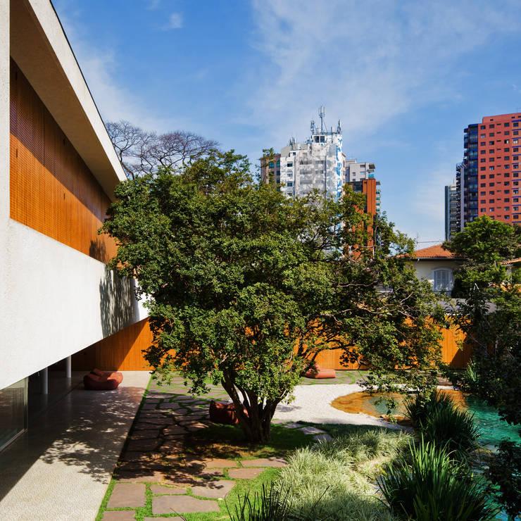 Cobogó House: Casas  por Studio MK27