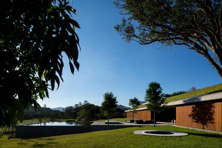 M&M House: Jardins modernos por Studio MK27