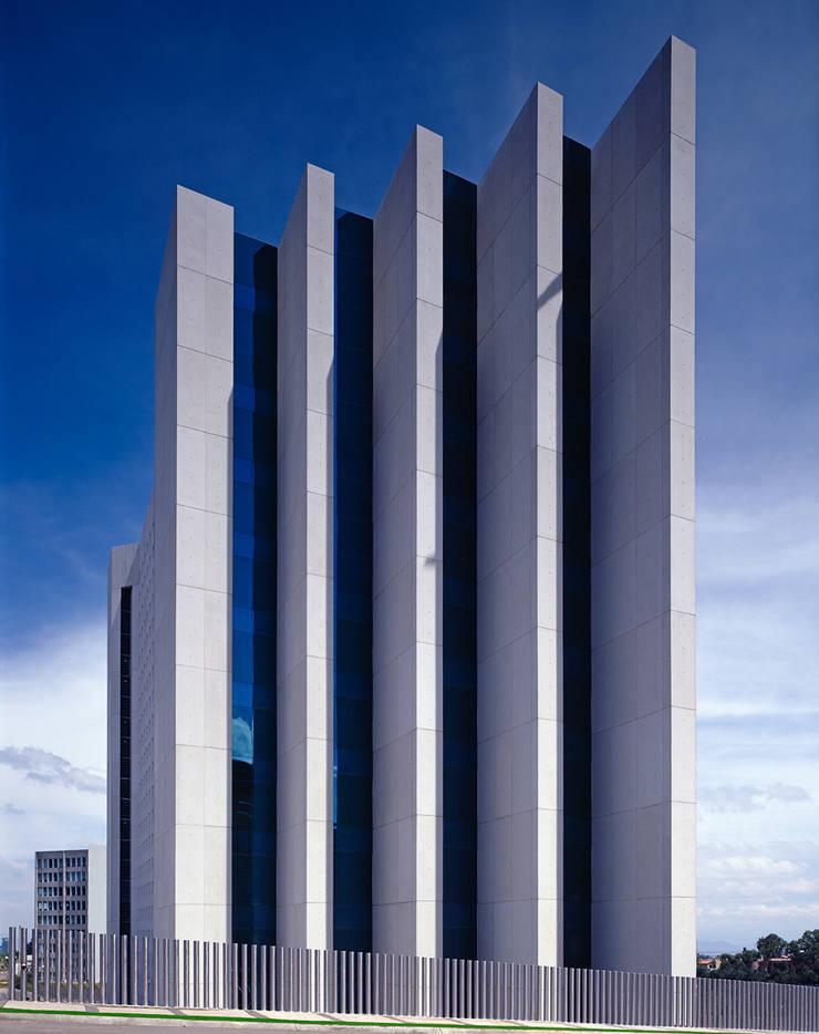 Torre Acuario:  de estilo  de Sordo Madaleno Arquitectos