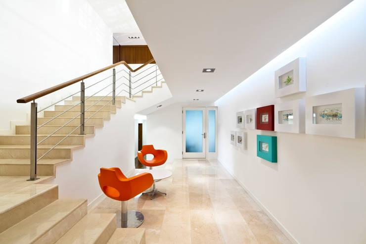 Corridor & hallway by ARQUITECTURA EN PROCESO, Minimalist