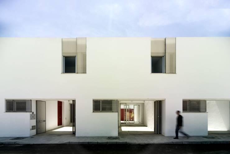 Fachada principal:  de estilo  de gabriel verd arquitectos