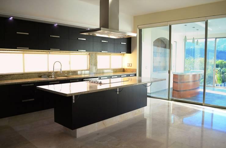 classic Kitchen by Excelencia en Diseño