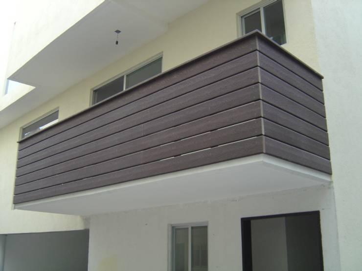 Edificio de departamentos en Mateo Herrera (San José Insurgentes): Paredes y pisos de estilo  por Shimada Flooring