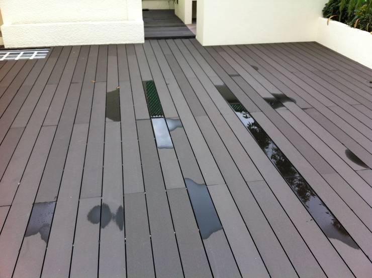 Departamento en Bosques de las Lomas: Paredes y pisos de estilo  por Shimada Flooring