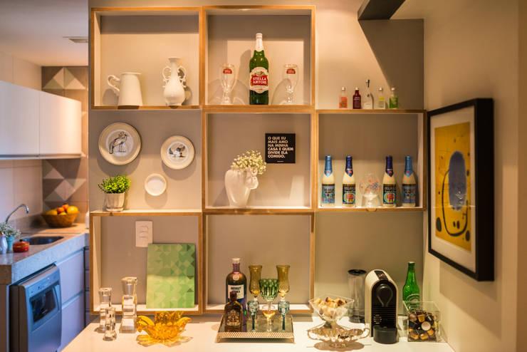 Ed. Colibri: Sala de jantar  por Bloom Arquitetura e Design