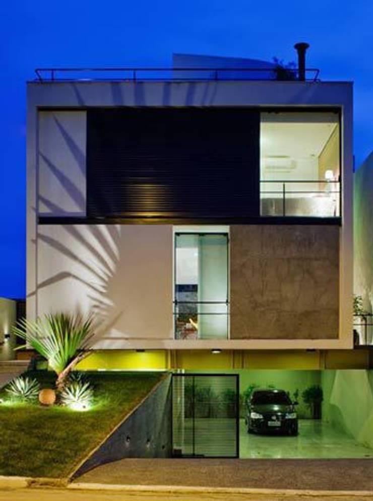 Mirante do Horto: Casas  por FCstudio