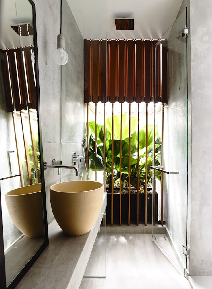 Well of Light:  Bathroom by HYLA Architects,Modern