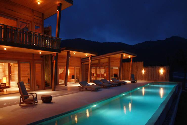Mobiliario hotel tropical : Salones de estilo  de Ale debali study
