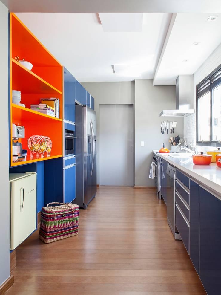 Residência Canário: Cozinhas  por Mauricio Arruda Design