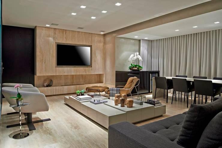 บ้านและที่อยู่อาศัย โดย Graziella Nicolai Arquitetura e Interiores,