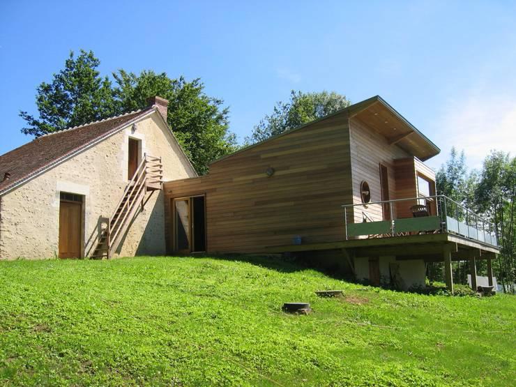 Extension d'une maison forestière dans le Perche: Maisons de style de style Moderne par L'établi