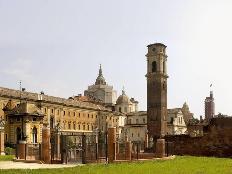 """Parco archeologico della Porta Palatina:  in stile {:asian=>""""asiatico"""", :classic=>""""classico"""", :colonial=>""""coloniale"""", :country=>""""In stile Country"""", :eclectic=>""""eclettico"""", :industrial=>""""industriale"""", :mediterranean=>""""mediterraneo"""", :minimalist=>""""minimalista"""", :modern=>""""moderno"""", :rustic=>""""rustico"""", :scandinavian=>""""scandinavo"""", :tropical=>""""tropicale""""} di Isolarchitetti,"""