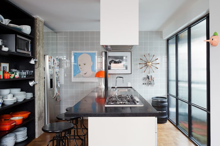 Residência Lorena: Cozinhas  por Mauricio Arruda Design