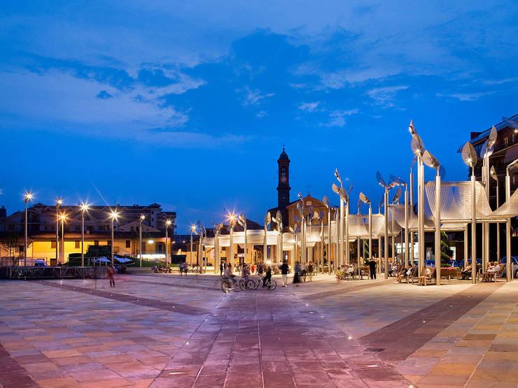 """Piazza del Municipio:  in stile {:asian=>""""asiatico"""", :classic=>""""classico"""", :colonial=>""""coloniale"""", :country=>""""In stile Country"""", :eclectic=>""""eclettico"""", :industrial=>""""industriale"""", :mediterranean=>""""mediterraneo"""", :minimalist=>""""minimalista"""", :modern=>""""moderno"""", :rustic=>""""rustico"""", :scandinavian=>""""scandinavo"""", :tropical=>""""tropicale""""} di Isolarchitetti,"""