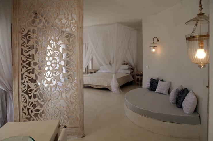 "Villa ""Magic House"":  in stile  di DANIELA SORMANI"
