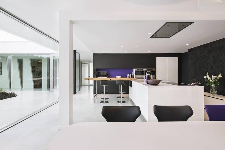 Villa K:  de style  par Studio 02 Architectes