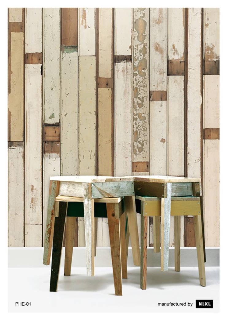 Scrapwood Wallpaper PHE-01: Paredes y suelos de estilo  de ROOMSERVICE DESIGN GALLERY