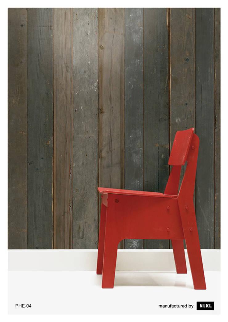 Scrapwood Wallpaper PHE-04: Paredes y suelos de estilo  de ROOMSERVICE DESIGN GALLERY