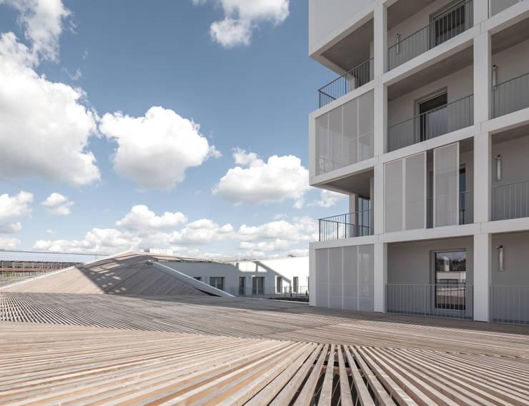 Oiseau des Iles, logements et commerce:  de style  par ANTONINI DARMON architects