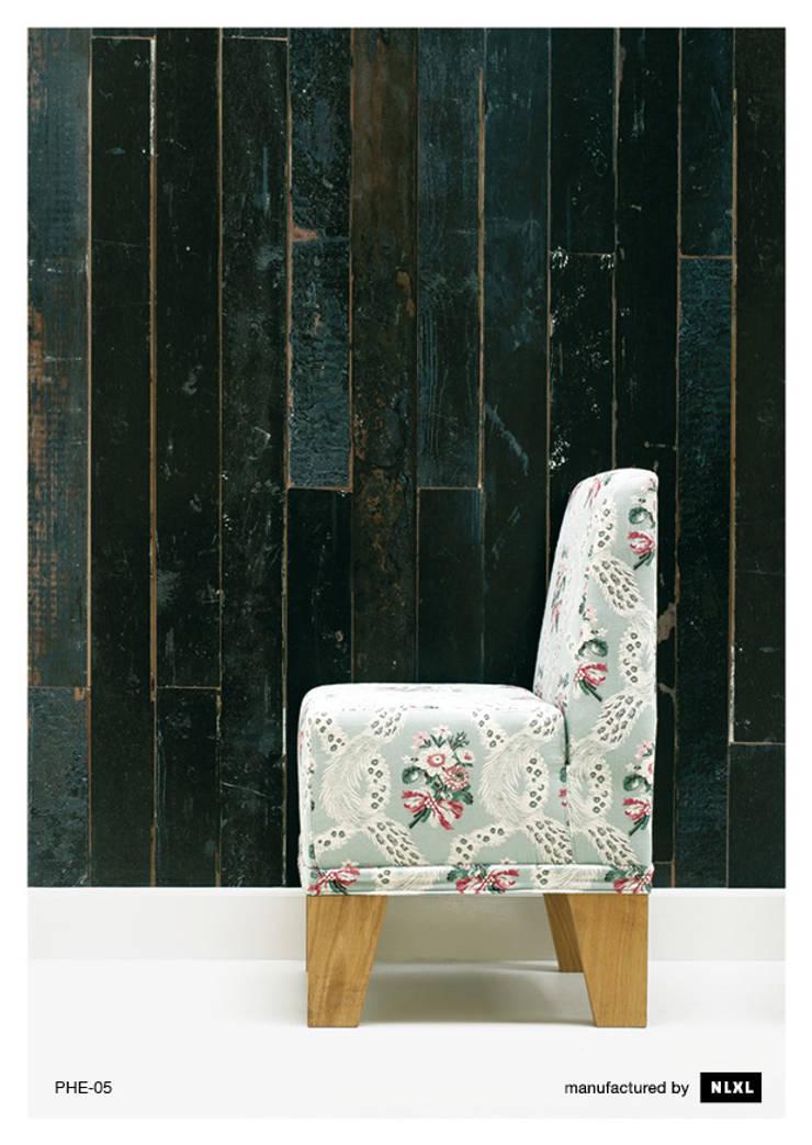 Scrapwood Wallpaper PHE-05: Paredes y suelos de estilo  de ROOMSERVICE DESIGN GALLERY