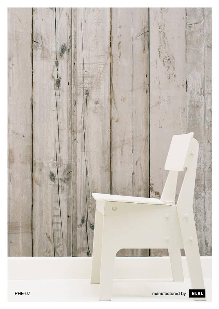 Scrapwood Wallpaper PHE-07: Paredes y suelos de estilo  de ROOMSERVICE DESIGN GALLERY