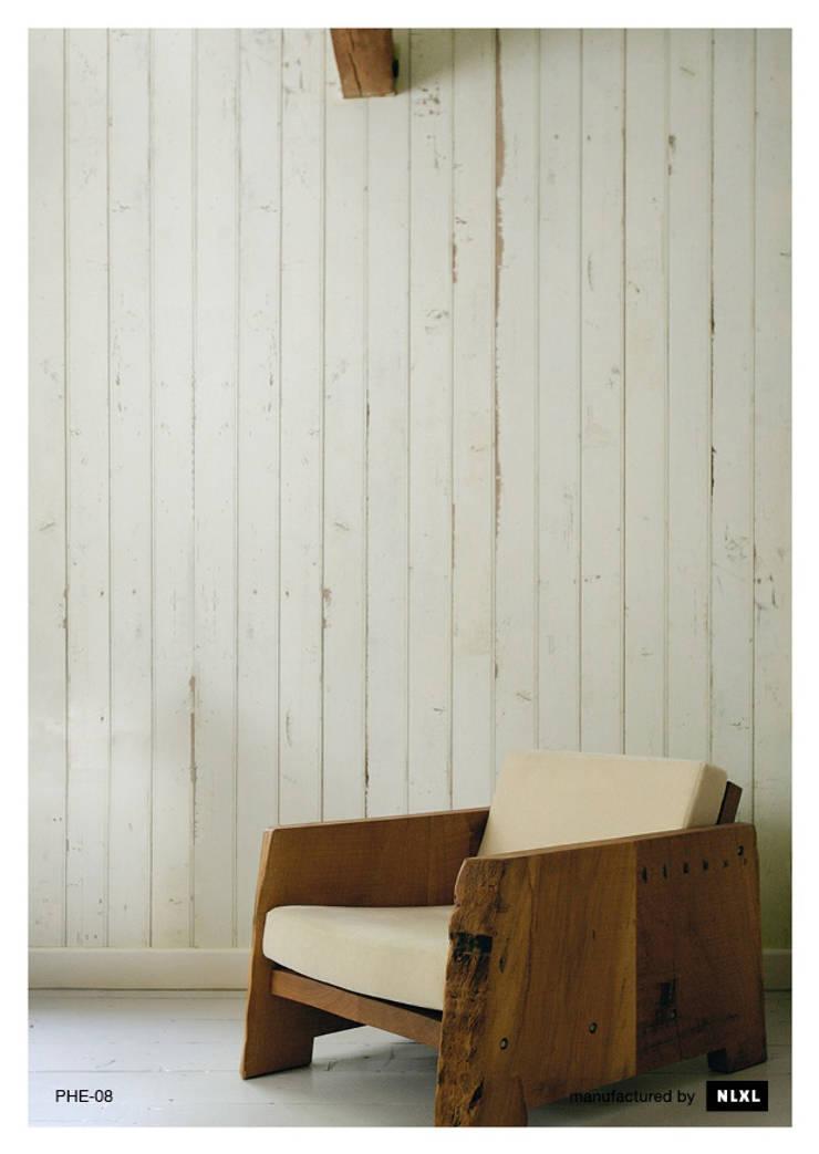 Scrapwood Wallpaper PHE-08: Paredes y suelos de estilo  de ROOMSERVICE DESIGN GALLERY