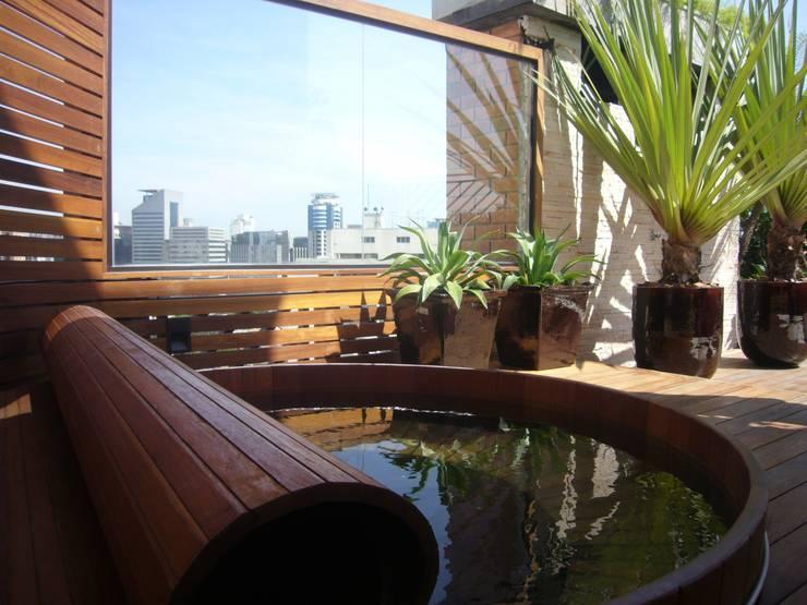 Skyrise Garden – Itaim - SP: Jardins  por Gigi Botelho Paisagismo
