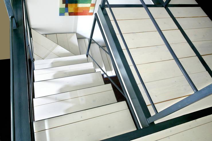 VIA PAPACINO_2008: Case in stile  di G*AA - Giaquinto Architetti Associati, Moderno