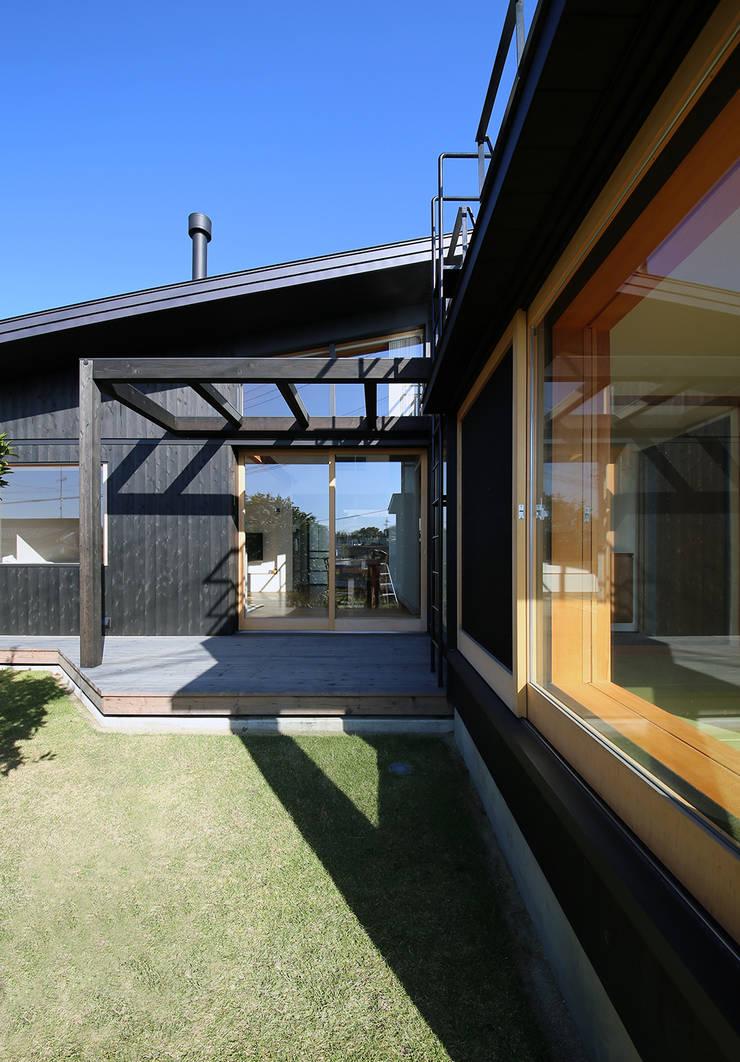 ライトハウス: 建築設計事務所 住記屋が手掛けたテラス・ベランダです。