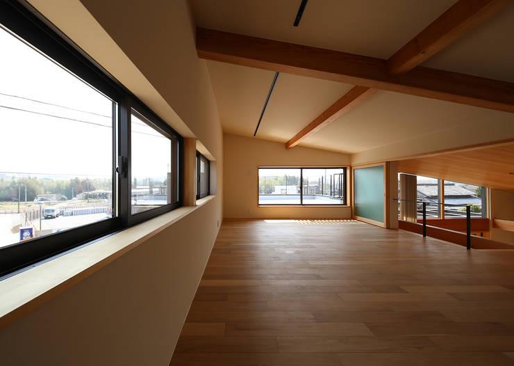 ライトハウス: 建築設計事務所 住記屋が手掛けた和室です。
